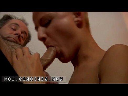 показать как ебут в рот и жопу