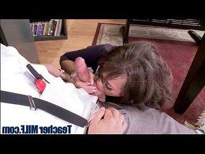 зомби трахает девушку видео