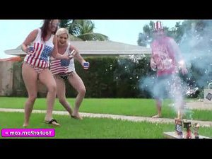 видео двух блондинок трахают