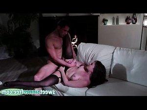 секс ебут двоих толпой