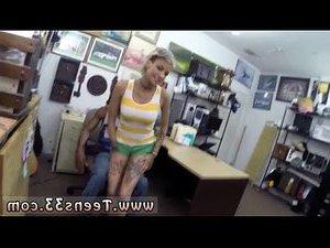 трахает женщину в пизду видео